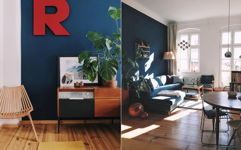 Wandfarbe Dunkelblau im Wohnzimmer.