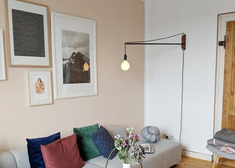 Wandfarbe Beige im Wohnzimmer.
