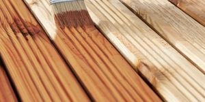Holz lasieren oder oelen