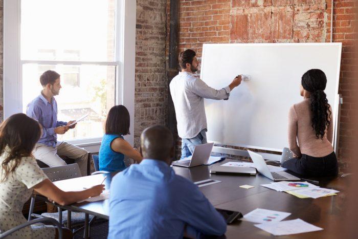 Como fazer um brainstorming: apresente o problema
