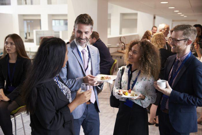 Como fazer marketing pessoal: valorize o networking