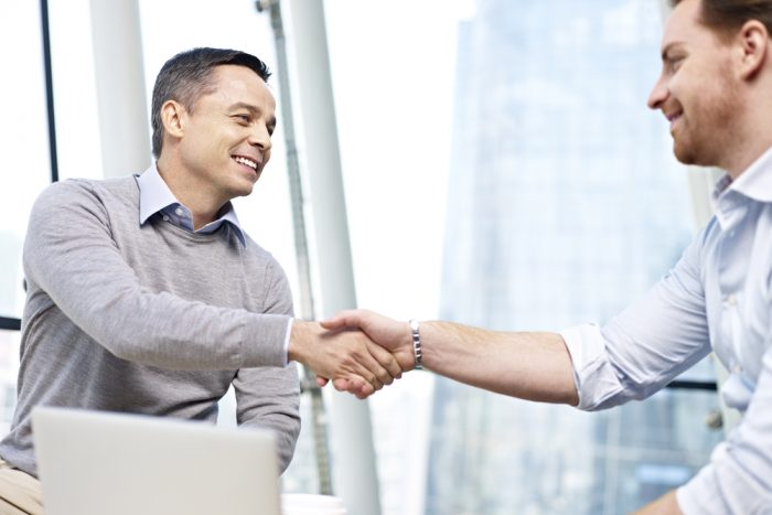 Vantagens: Relacionamento com o cliente