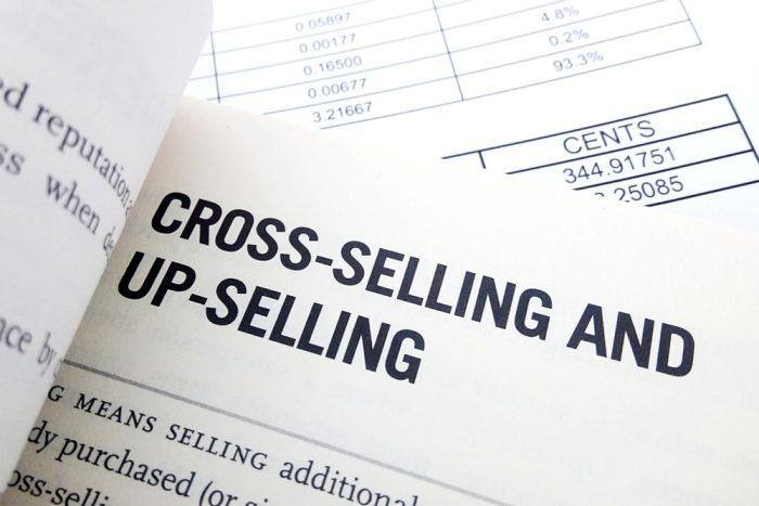 Qual a diferença entre upselling e cross selling