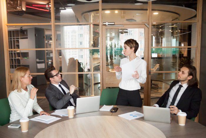 Proposta comercial Identifique o contratante, o contratado e o serviço