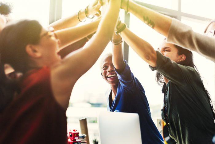 O que a cultura organizacional exerce?