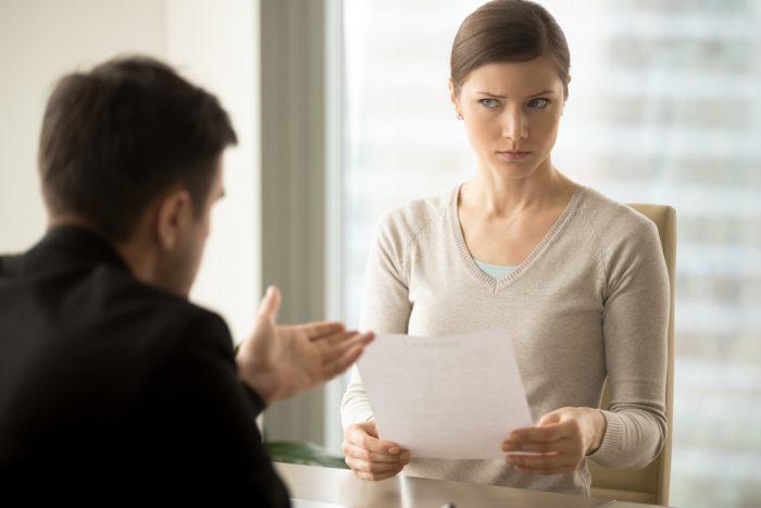 Qual a diferença de persuadir e convencer?