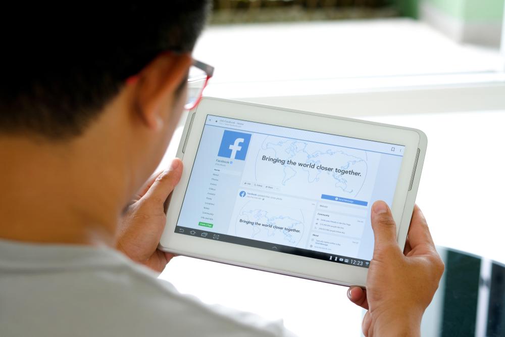 Como vender no Facebook: qual é a melhor forma de fazer isso?