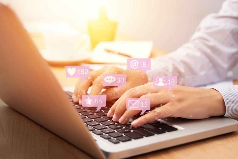 Curtir suas páginas nas redes sociais