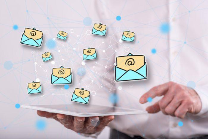 Use uma ferramenta adequada para disparo de e-mails