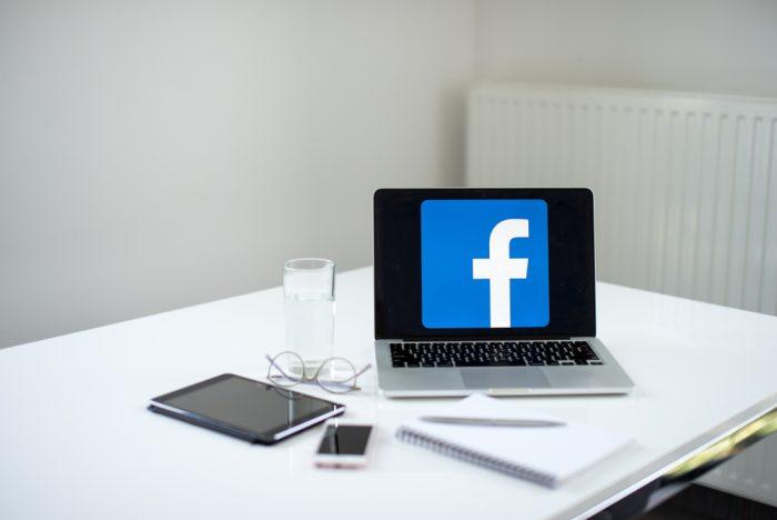 O que é o Facebook Text Overlay?
