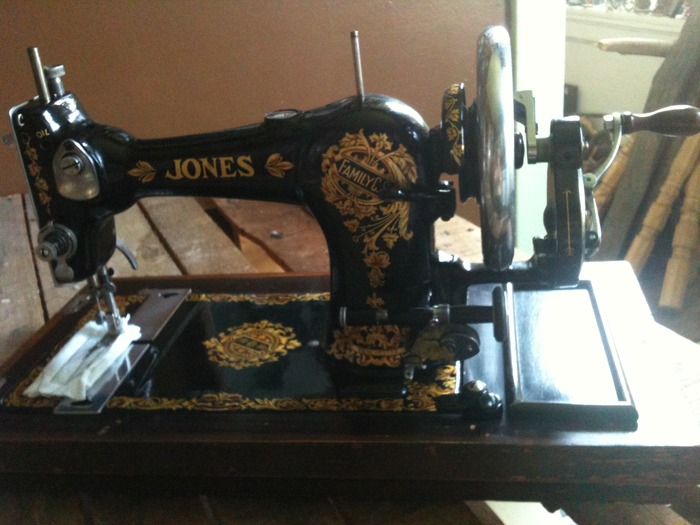 An original 1930's Jones hand-crank cylinder shuttle sewing machine!