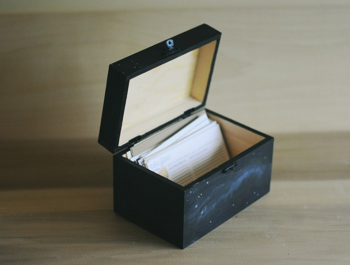 The recipe card box is hand-painted and keeps its gorgeous wood grain exposed in the interior. Great for storing your new recipe cards! (Available at the $200 level.)