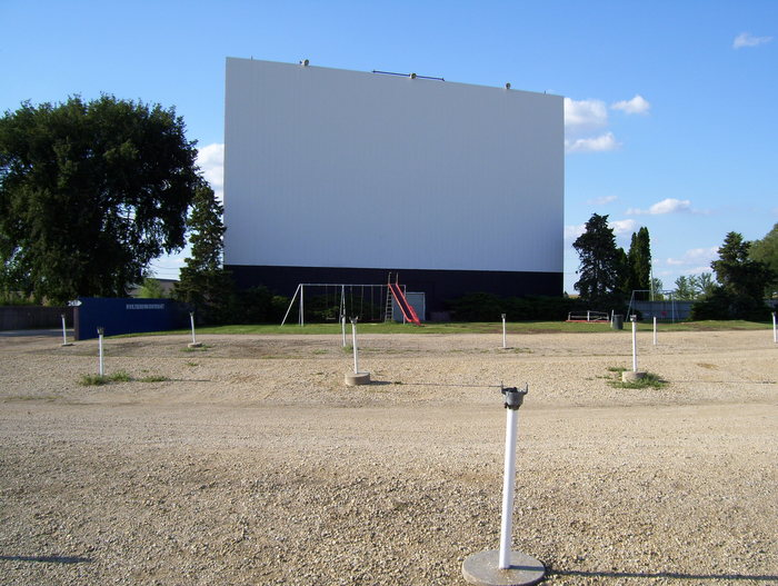 The Midway Drive-In Preserves the Drive-In Theatre Experience