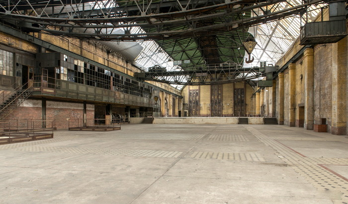 We will use a location like this old industrial hall to setup our lunar landscape.