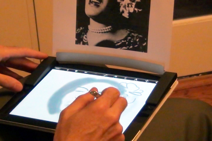 Radiul Mobile can hold art and photos while you learn to draw.