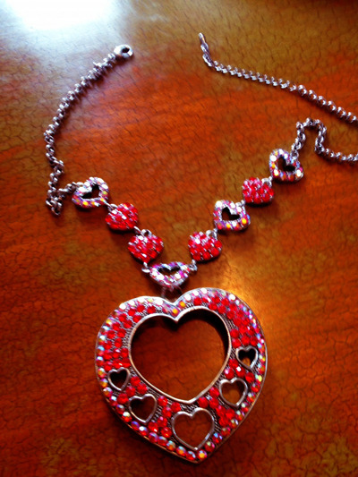 "PICTURE 2: ONLY 1 AVAILABLE! THE NECKLACE SHE WORE IN THE ""LICK IT"" VIDEO"
