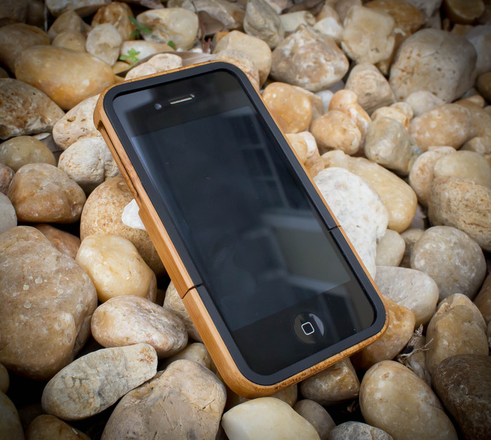 The front of our case is contoured with a beautiful black bezel which adds structure and style.
