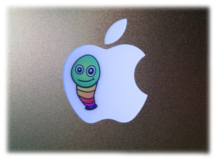 A Mac Pac GlowWormz on the Apple Under Low Backlight