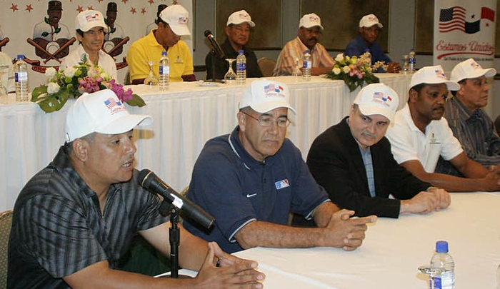 Flanked by Latin-American sports luminaries, the former major leaguers Olmedo Sáenz (bottom row, left) and Omar Moreno (bottom row, third from left) host a panel discussion on the state of Panamanian baseball.