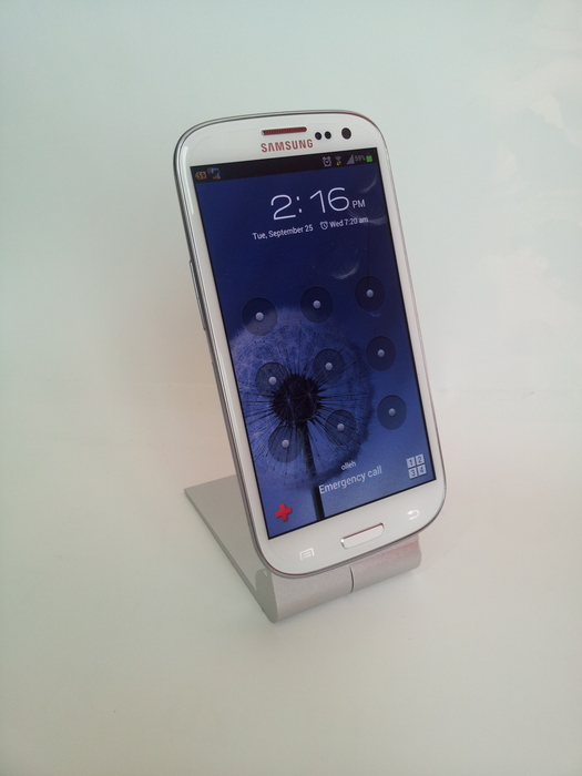 Samsung Galaxy SIII on Zyroshell Phone Cradle