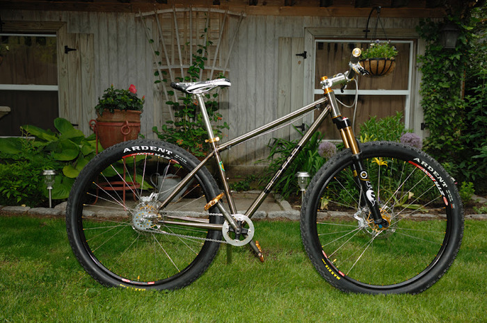 A single speed trail shredding machine, built from Reynolds 853 tubing.