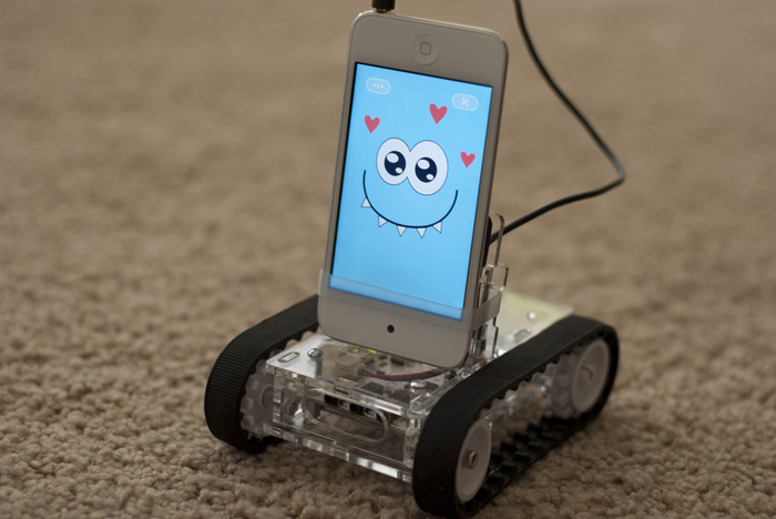 f5c8d8feebd1c146312a31de0291ff1d large - Romo - The Smartphone Robot for Everyone