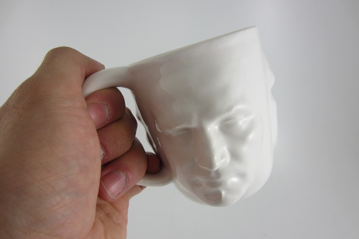 Personalized ceramic coffee cup: using 3D face scan data to generate as many faces as you want!