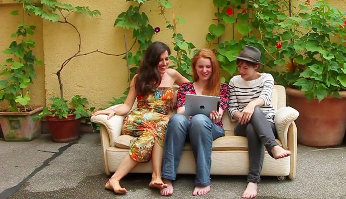 Sophie, Jessy & Rachel on a SOFA