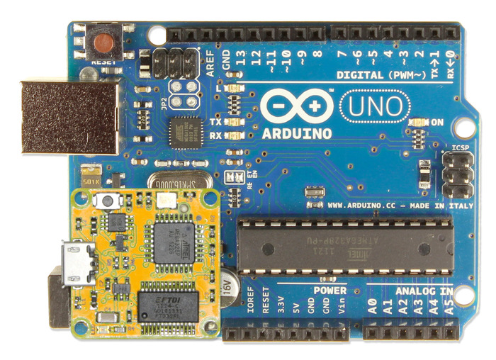 smARtCORE U compared to the equivalent ARDUINO UNO
