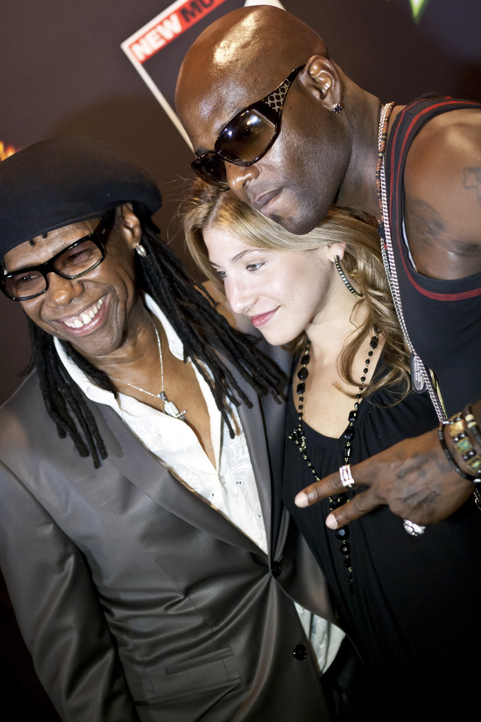 Music Legend Nile Rodgers, Lanz Pierce, & Trech from Naughty By Nature take a photo on the red carpet.