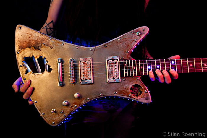 Notice the Fretboard LED lights!