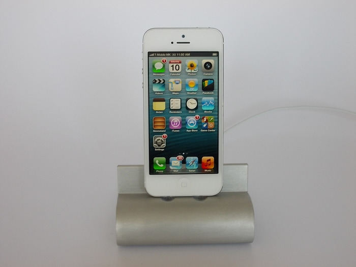 iPhone 5 with Fine Dock for iPad 4