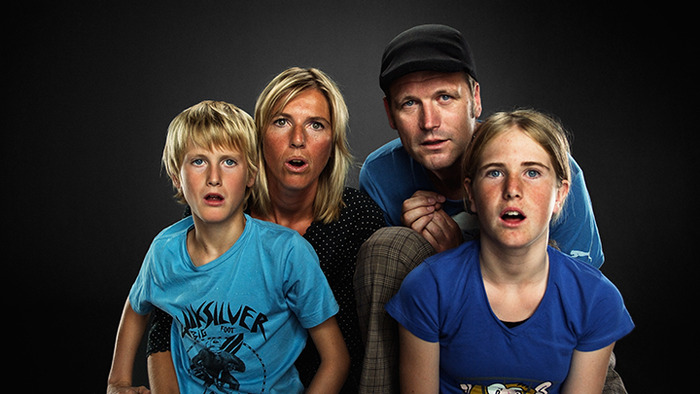 Stan Nijhuis, Age: 9, Hester Nijhuis-Zwart, Age: 38, Ruben Nijhuis, Age: 38, Sara Nijhuis, Age: 11, watching Faceplants on YouTube. Location: Amsterdam, 2010.