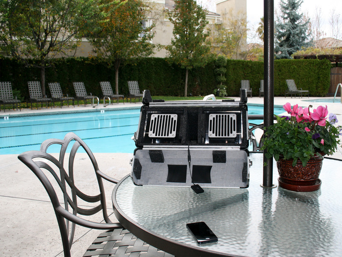 Road case aCUBE by the pool ...
