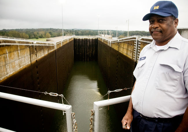 Sixteen dams impede the Hooch. Three have massive locks systems dating back to when barges moved goods up and down the river. Canoes drop down via locks just like the big barges did.