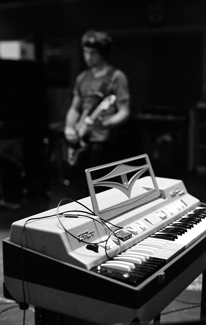 Tsvet plays on a Farfisa!