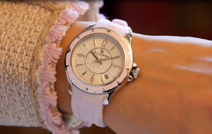Pictured: Weekender watch in Ballet Pink on a woman's wrist.