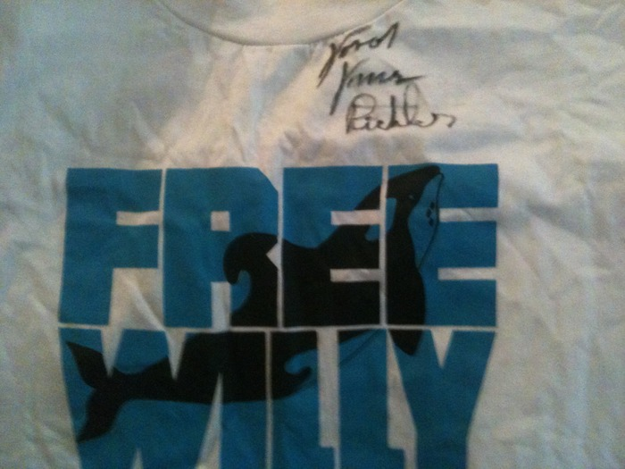 1998 Free Willy T-shirt signed by the child star of the film Jason Richter