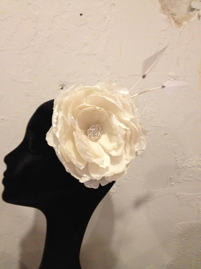The bridal fascinator incentive... cream & rhinestones!