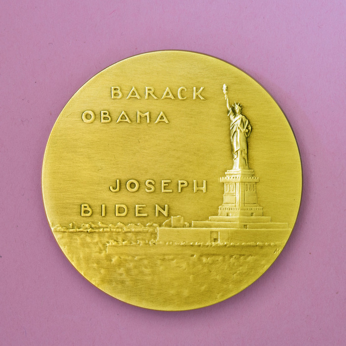 Gold plated medal (reverse)