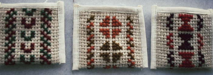 Kickstarter Limited Edition: Jute coin purses with woolen cross-stitch