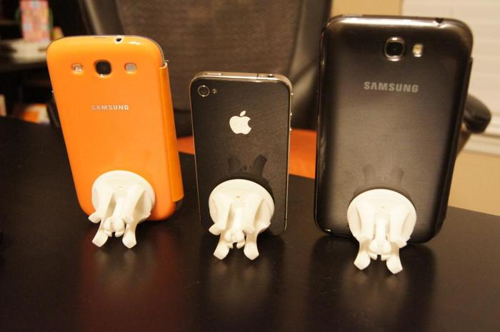 Snable with Galaxy S3 (in flip case), iPhone 4S and Galaxy Note 2 (in flip case)