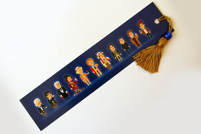 Yay! It comes with a bead and tassel. (Bead design may vary).