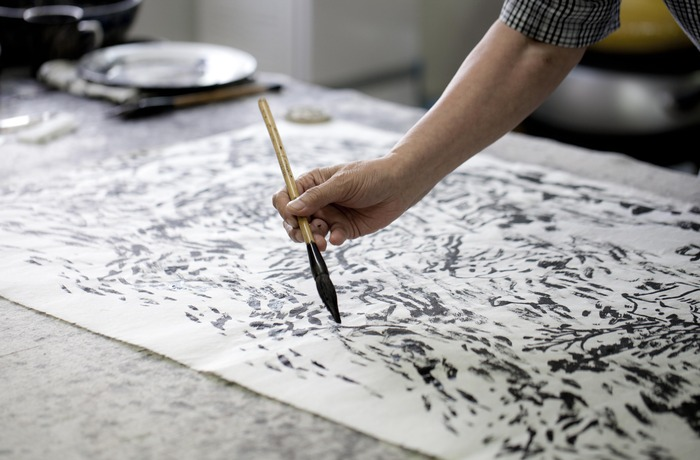 Cui Zhenkuan's brush touches the paper. Each film includes details of the artist's process. (Photo copyright ©2012 Britta Erickson)