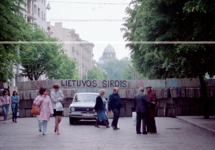 Blockades protecting Parliament. Lithuania 1991