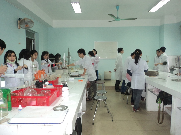 A typical lab for undergraduates at Hue University