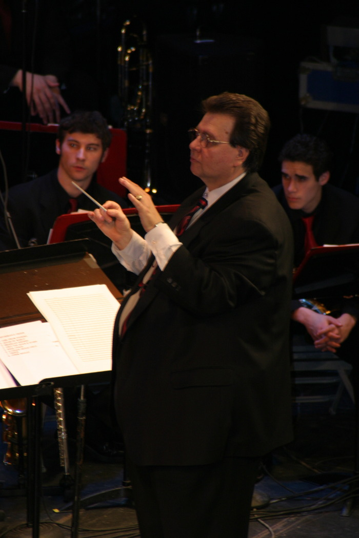 Bill Zaccagni conducting Symphony in Bossa, April 19, 2004
