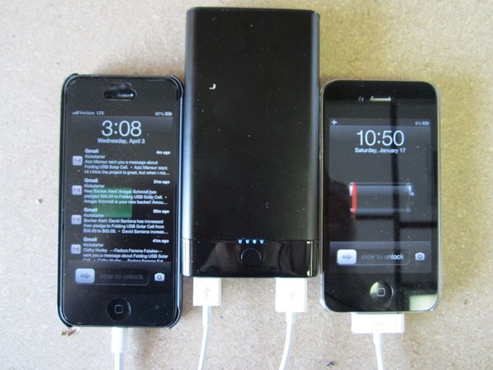 10,000mAh Power Bank charging two iPhone at once