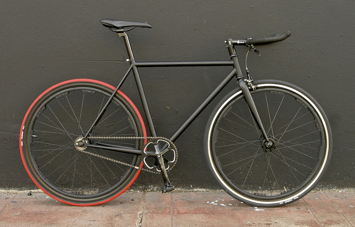 Revolights Valencia: A lightweight, fast, and elegant single speed.