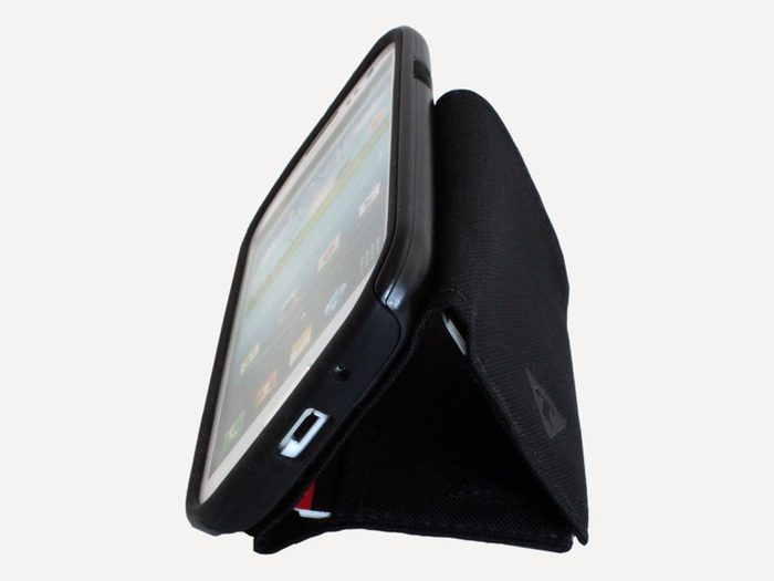 The triangle form creates an integrated side stand, an upright stand and even a bottle stand function. Just open the wallet and close it into a triangle. Velcro keeps the shape.